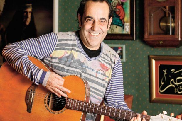 """Özkan Uğur: """"Gitar en büyük ilacım oldu."""""""
