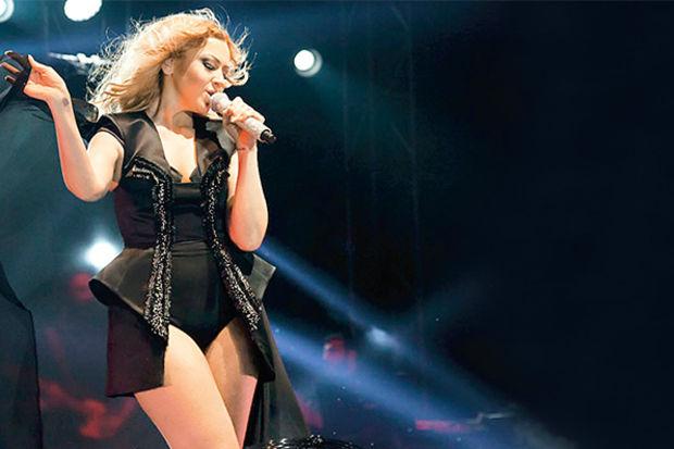 Hadise'nin '8 Mart' konseri büyüledi
