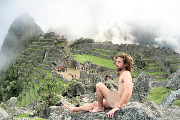 Machu Picchu'da çıplak turist alarmı