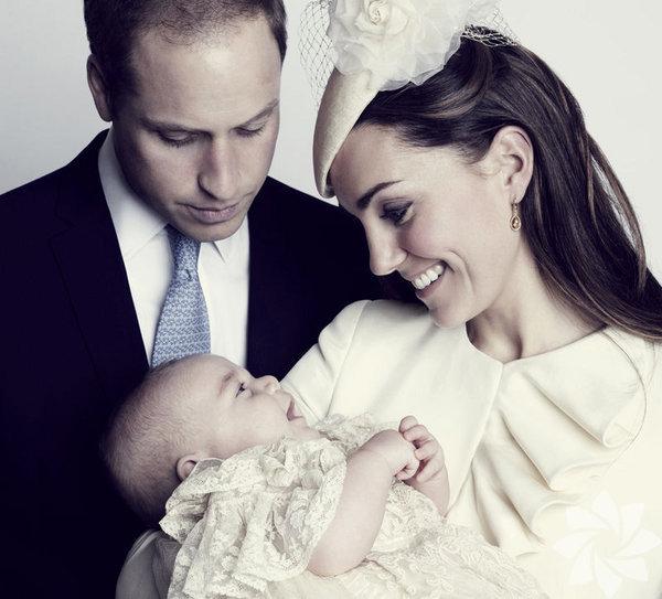 İngiltere'de tahtın ikinci vârisi olan Cambridge  Dükü  William ve eşi Cambridge Düşesi Catherine'in 7 aylık oğullarını   anneanne ve dedesine bırakıp Maldivler'e tatile gitmesi tepki çekti.