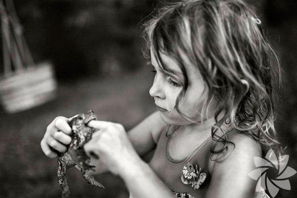 Fotoğrafçı baba Alain Laboile, 6 çocuğunu günlük meşguliyetleri sırasında fotoğrafladı.