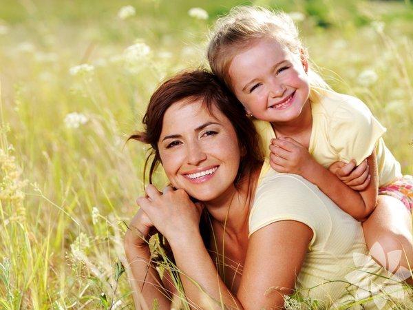 1. Çocuğunuza güvenin, onu olduğu şekilde kabul edin ve her türlü seçimine saygı duyun. Ona güvenir ve saygı duyarsanız o da kendisine ve çevresine karşı güven, saygı ve duyarlılık hissedecektir. Sadece yaşı küçük olduğu için sizin düşüncelerinizden farklı seçimleri olması, her koşulda bunların yanlış olduğunu göstermeyecektir.