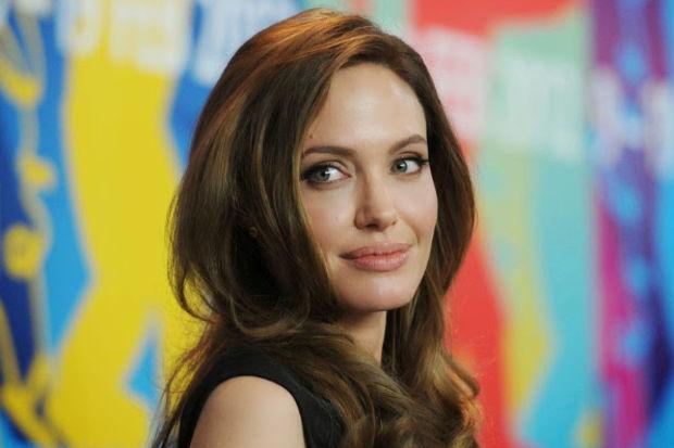 800 kadın Angelina'ya özendi