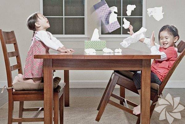 Yaratıcı babanın iki kızı ile fotoğrafları