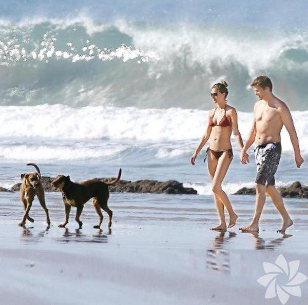 Ailece tatile çıktılar. Brezilyalı süper model Gisele Bündchen ve Amerikan futbolcusu eşi Tom Brady, geçen hafta çıktıkları Kosta Rika tatilinde düşman çatlattılar. Üç çocuklarıyla birlikte geldikleri Kosta Rika'da bol bol sörf yapıp sahilde vakit geçiren aile, paparazzilerin fotoğraflarını çektiklerinin farkında olmadan gönüllerince eğlendi. Bündchen ile Brady bir ara çocuklarını otelde bırakıp plajda romantik dakikalar geçirdiler.