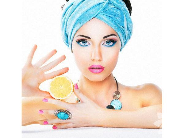 Medikal Estetik Uzmanı Dr. Nihat Dik'e göre cildin sağlıklı ve güzel görünümü cilt diyeti ile yani beslenme, bakım ve egzersizle birlikte elde edilebilir. Bu  doğrultuda alın, boyun, çene ve yanak bölgesine düzenli olarak yapılacak  egzersizler de cilt sorunlarında hayli önemlidir. Ancak dikkat edilmesi  gereken en önemli nokta cilt diyeti her cilt tipine göre farklılık gösterir, tek tip gerçekleştirilemez. Her şeyden önce cilt tipinin belirlenerek nasıl bir cilt diyeti yapılacağının saptanması gerekir.  Cilt tipine göre cilt diyeti