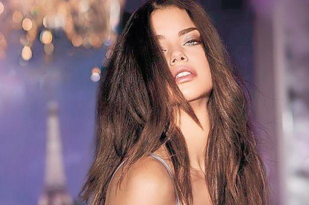 Adriana Lima 2 kez aldatıldı!