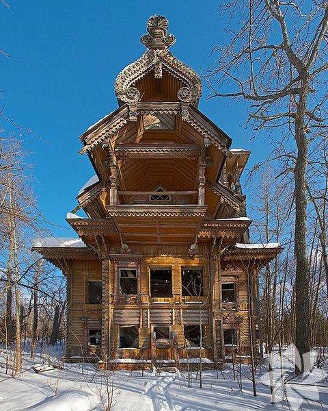 Abandoned Wooden House- Rusya