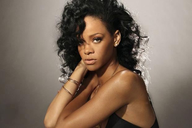 Rihanna objektif karşısında