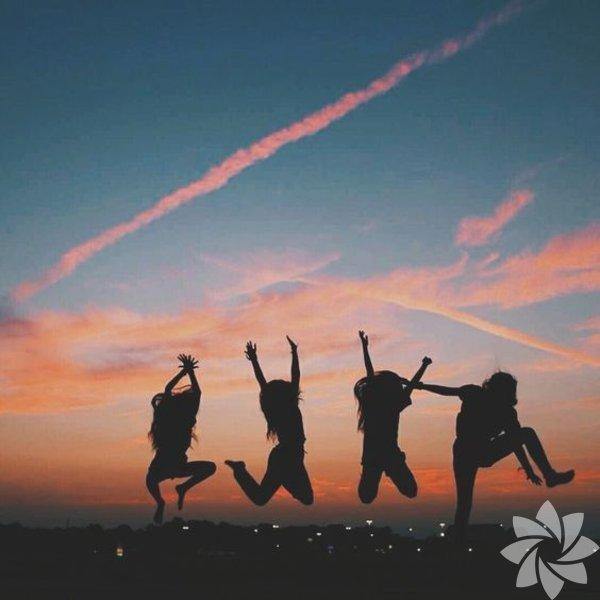 Birisi size hayatınızın anlamlı mı yoksa mutlu mu olmasını istediğinizi sorsa, cevabınız ikisi de olur. Aslında bu ikisi aynı şey demek değildir. Mutlu bir hayat yaşamak ya da anlamlı bir yaşamak arasında fark vardır. İşte size hayatınızı anlamlı kılmanın 5 yolu: