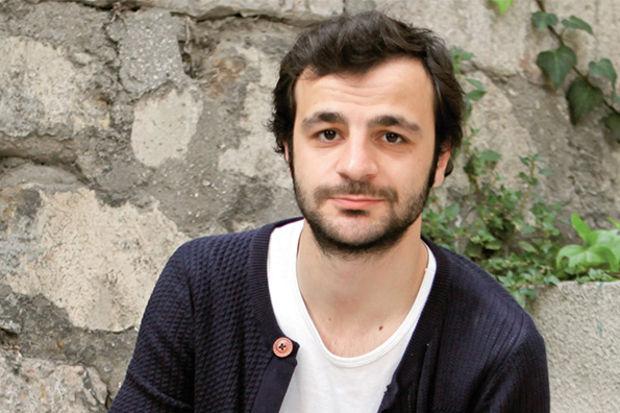 Güven Murat Akpınar: 'Oyuncunun gönlü yalan söylemeye elvermemeli'