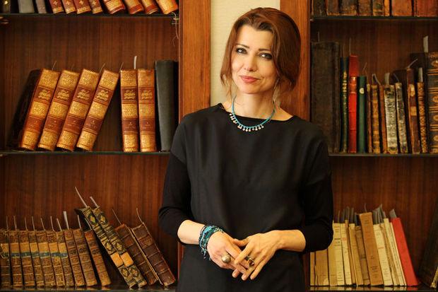 """Elif Şafak: """"Öfkesiz siyasi dili kadınlar yaratabilir"""""""