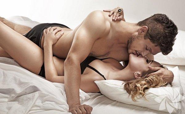 Sürpriz! Eğer daha ateşli bir seks hayatı istiyorsanız, bunun yolu mutfaktan geçiyor. Ne yediğiniz ya da yemediğiniz hormonlar, enerji ve stres seviyesini etkilediği için cinselliğinizi de doğru orantıda etkiliyor. İşte 'daha iyi'si için tüketmeniz gereken 8 yiyecek: