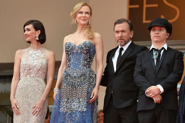 Cannes'da görkemli açılış