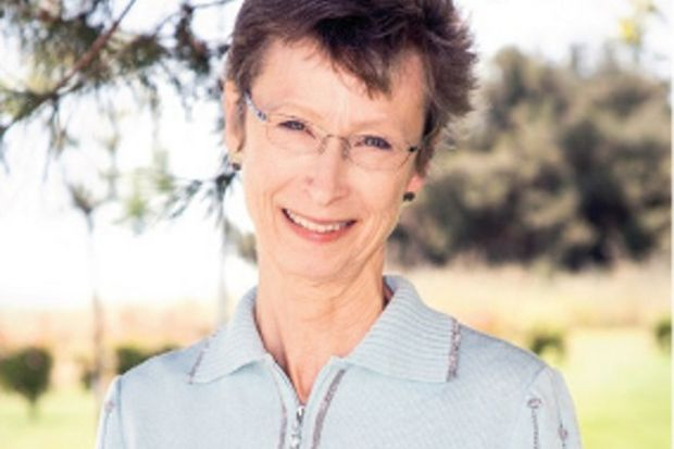 44 yıllık hemşire Karen Haller hastanede yoga yapmayı anlatıyor