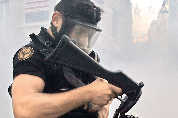 'Polis, kıyafetiyle bile barışçıl olmalı'