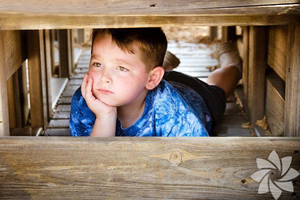 Çocuklar korku ya da hayalkırıklığı gibi büyük duygular karşısında öfkeye kapılabilirler. Böyle zamanlarda, yaşadıklarıyla başa çıkamayacakları hissi ağır basar. İşte ona nasıl yaklaşacağınızla ilgili birkaç öneri.
