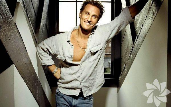 Yakışıklı dedektif Matthew McConaughey