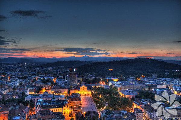 Slovenya ya da resmî adıyla Slovenya Cumhuriyeti, Orta Avrupa'nın güneyinde yer alan bir ülke.