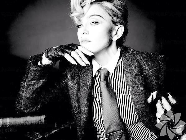 55 yaşında olmasına rağmen fiziği ve görüntüsüyle gençlere taş çıkaran Madonna, Instagram hesabından Clay Mask adlı bakım ürününü yüzüne uyguladığı bir fotoğraf paylaştı.