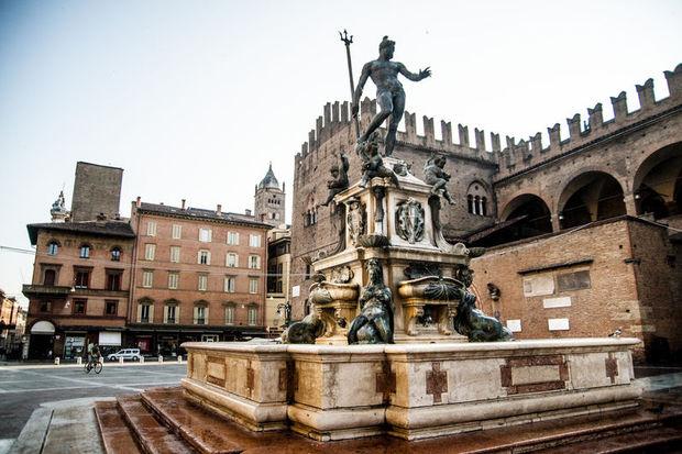 Meydanlar şehri Bologna