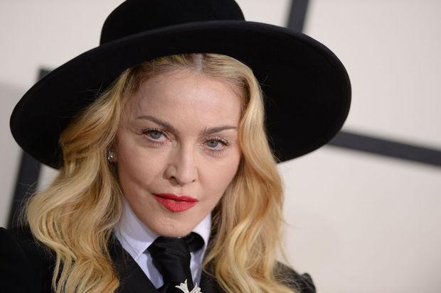 Madonna'dan burkalı poz