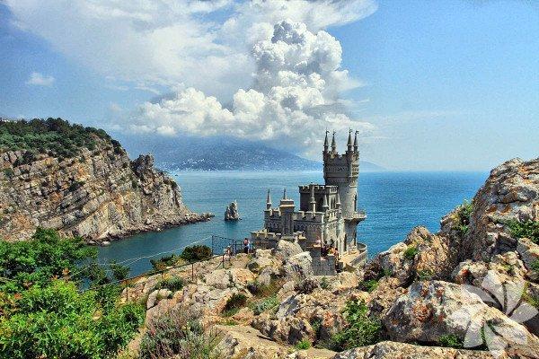 Yalta, Ukrayna'ya bağlı Kırım Özerk Cumhuriyeti'nin güney kısmında, Karadeniz kıyısında yer alan bir sahil şehri.