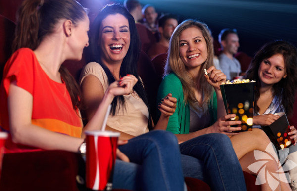 """Sinema Film Hafızası'nın çok sevdiğimiz kısa filmler geceleri devam ediyor. Bu kez mekân, Bloom Ortaköy. Sinefillerin keyifli bir akşamda bir araya geleceği """"Bir Yaz Gecesi Rüyası"""" etkinliği 23 Temmuz Çarşamba akşamı saat 20.30'da başlayacak. Gecenin ev sahibi ise Elif Domaniç."""
