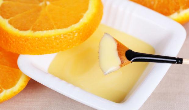 Bacaklarınıza portakalla peeling yapın