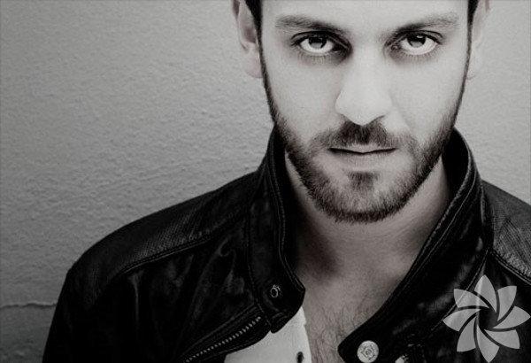 16 Ocak 1983 yılında Bursa'da doğdu.