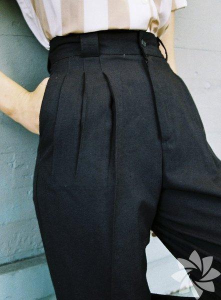 Yüksek bel pantolonlardan olabildiğince kaçınılmalı.