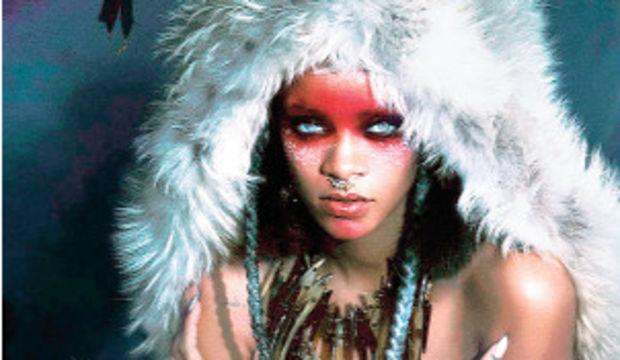 Rihanna, Mert Alaş ve ortağına poz verdi