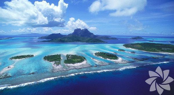Fiji, Okyanusya'da bulunan bir ada ülkesi.