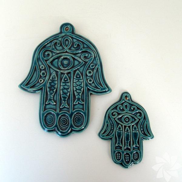 Fatma Ana'nın Eli Pek çok kültürde yer alan Fatma Ana'nın Eli'nin nazarlardan koruduğuna inanılır. Fatma Ana'nın Eli aynı zamanda sadakat ve sabır sembolü olarak da anılır.