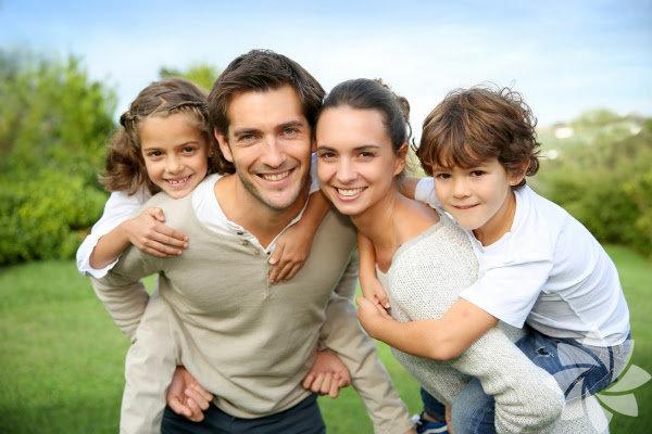 Çocuğunuzun anaokuluna başlamadan önce bazı temel görgü ve alışkanlıkları öğrenmesi oldukça önemli. Bu çocuğunuzun zeka gelişimi ve diğerleri ile iletişim kurmasına yetecek kadar özgüven geliştirmesi için gerekli. Bir çocuğun sosyal ve duygusal gelişimi, fiziksel gelişimi kadar önemlidir. Ebeveynler, çocuklarının sosyal ve duygusal gelişimini etkileyen ve onlara gerekli becerileri öğreten faktörleri bilmek zorundadır.
