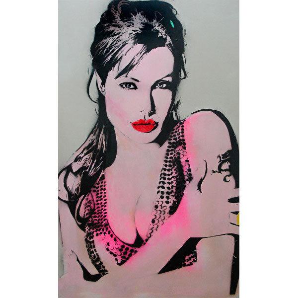 Yaklaşık üç yıldır Londra duvarlarını adını gizleyerek süsleyen kadın sanatçı Bambi.