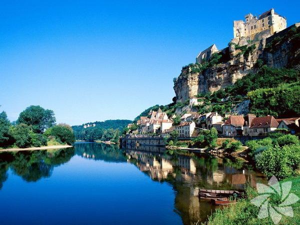 Nice, Güney Fransa'da, Akdeniz sahilinde, Marsilya ile Cenova arasında yer alan bir şehir.