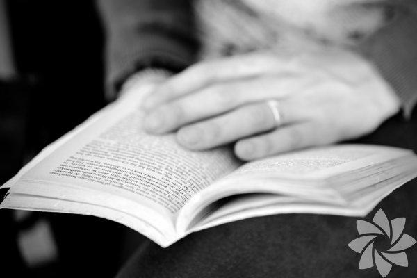 Kanada'nın Toronto Üniversitesi öğretim üyelerinden psikiyatr Keith Oatley ve Ingrid Wickelgren, insanların sosyal ilişki bağlarını en çok kuvvetlendiren 10 romanın listesini yayımladı. Romanların beyindeki sosyallik algısını geliştirerek insanların toplumsal ilişkilerini güçlendirdiğini anlatan bir araştırma hazırlayan akademisyenler, bunu en çok sağlayan kitapların listesini de verdi.