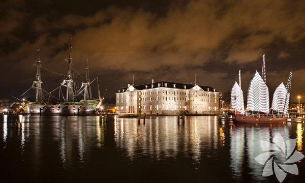 Amsterdam Light Festival, Hollanda Amsterdam'da Kasın ve Ocak aylarında gerçekleştirilen ışık festivalinin bir bota uzanıp keyfini çıkarabilirsiniz. Hollanda'nın en büyük şehrinin sadece kırmızı ışıklardan oluştuğunu düşünüyorsanız bu festival fikrinizi değiştirebilir. Ayrıca kanal çevresinde bulunan müze ve cafelerinde tadını çıkarabilirsiniz.