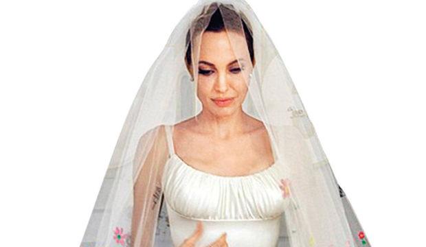 Modacılar Jolie'nin gelinliği için ne dedi?