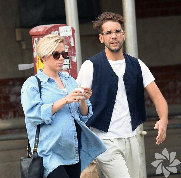 Scarlett Johansson ile Fransız nişanlısı Romain Dauriac'ın bir kız bebeği dünyaya geldi.