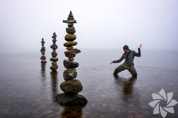 Michael Grab taşları dengeleme konusunda oldukça yetenekli…