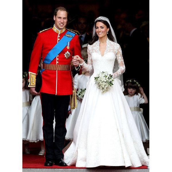 Buckhingham Sarayı'ndan yapılan açıklamaya göre Prens William ile evli olan Cambridge Düşesi Kate Middleton ikinci çocuğuna hamile.