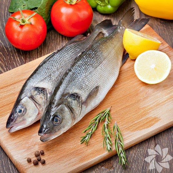 Uzmanlara göre her ay mevsimine uygun balık yemelisiniz. Bunun temel sebebi pek çok deniz canlısının yumurtlama zamanının Nisan ve Ekim ayları arasına denk gelmesi... Yumurtlama dönemindeki balıkları yemeniz deniz ekosisteminin bozulmasına sebep olur. Yavru ve yumurtlamak üzere olan balıkları yemeniz bir sonraki balık sezonlarında, balık stoklarının çok hızlı düşmesine ve türlerin yok olmasına neden oluyor. İşte bunlara sebep olmamak için eylül ayında bu balıkları tüketin: