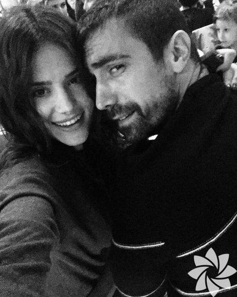 Geçtiğimiz Nisan ayında mimar Mihre Mutlu ile nişanlanan oyuncu İbrahim Çelikkol evlendi.