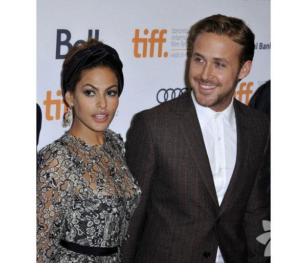 Ryan Gosling ile Eva Mendes'in kızı oldu.