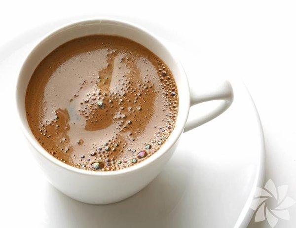 Sütlü Türk kahvesi: Bayram klasikleri arasına çok rahatça girebilecek bir tat. Bilenler bilir, çocuklara sütlü Türk kahvesi yapılır, büyüklere normal kahve... Canı çeken büyüklere de yapılır ama...