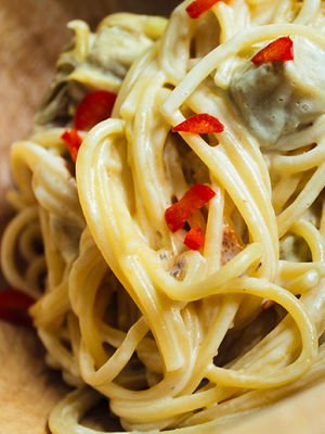 Krem peynirli ve enginarlı spaghetti