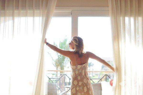 Sabah kalkınca çalışma ortamını, odanızı, evinizi iyi havalandırın. Oksijen sizi daha enerjik kılabilir.