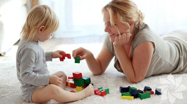 Çocukları oyalamak her zaman kolay olmayabilir. Çocuklarınızın güzel zaman geçirmesi için oyuncakçıdan aldığınız o pahalı oyuncak yerine, onların hiç görmediği alakasız bir eşya bile işe yarayabilir. İşte evinizde olanlarla çocuklarınızı eğlendirmenin yolları: